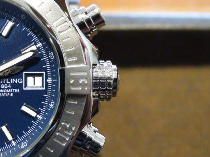 文字盤がブルーで統一されたブライトリングのジャパンエディションモデル