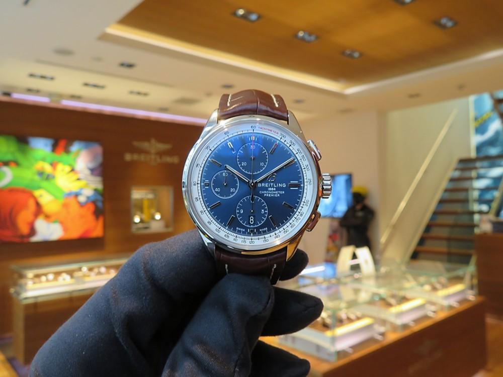 スタッフSのこの冬オススメの時計は、ブルーダイヤルのプレミエ クロノグラフ 42-PREMIER
