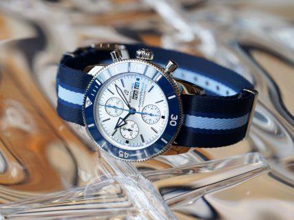 スーパーオーシャン ヘリテージより、海のNGOオーシャン コンサーバンシーとのパートナーシップを記念するリミテッドエディションが発表されました。