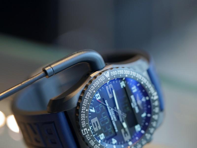 ブライトリング ハイテク技術が盛り込まれたデジタル搭載のハイパフォーマンスウォッチ!-PROFESSIONAL
