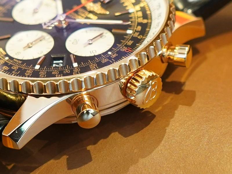 何時かは手に入れたいK18ゴールド素材の腕時計!「ナビタイマー1 B01 クロノグラフ 43」-ナビタイマー