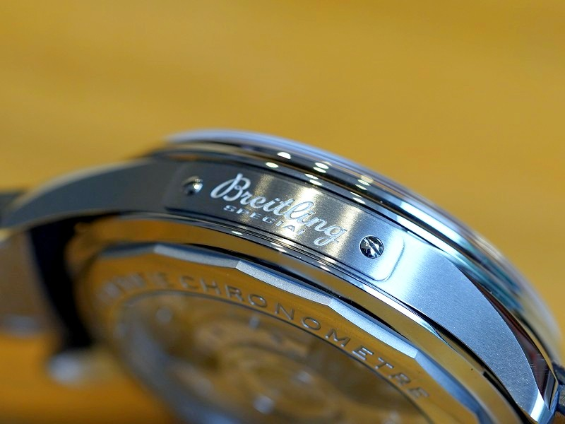 入荷情報 世界限定モデル「プレミエ B01 クロノグラフ 42 ホイールズ & ウェーブズ リミテッドエディション」が購入できるのはブライトリング ブティックだけ!-プレミエ