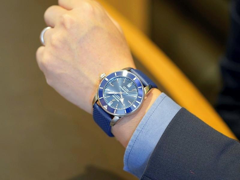 シンプルで清潔感のあるブルーが魅力的なダイバーズウォッチ!スーパーオーシャン ヘリテージ-SUPEROCEAN