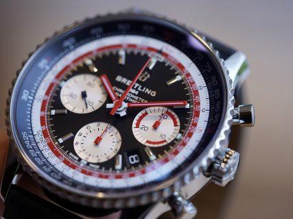 1960年代、70年代の民間航空の先駆者への敬意を込めたコレクション。ブラック×レッドが目を惹く「ナビタイマー1 B01 クロノグラフ 43 スイス エア エディション」