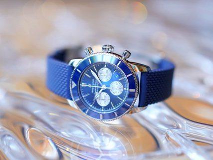 鮮やかなブルーがオシャレで魅力的なクラシカルダイバーズクロノ!スーパーオーシャン ヘリテージ