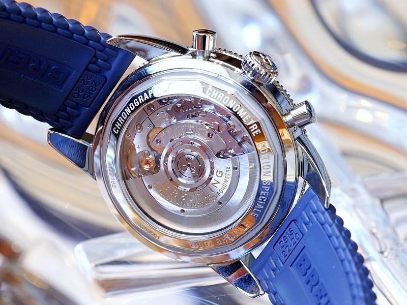 鮮やかなブルーがオシャレで魅力的なクラシカルダイバーズクロノ!スーパーオーシャン ヘリテージ-SUPEROCEAN