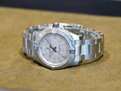 シンプルでスポーティなデザインが人気の本格的な機械式時計!コルト オートマチック