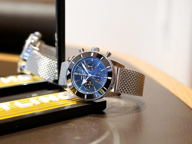 ブルー×ブラックの配色が爽やかながらもシックな雰囲気のあるダイバーズウォッチ!スーパーオーシャン ヘリテージ-SUPEROCEAN