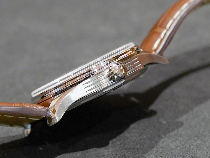 デイデイト機能搭載のシンプルなデザインが魅力的な「プレミエ オートマチック デイデイト 40」-PREMIER