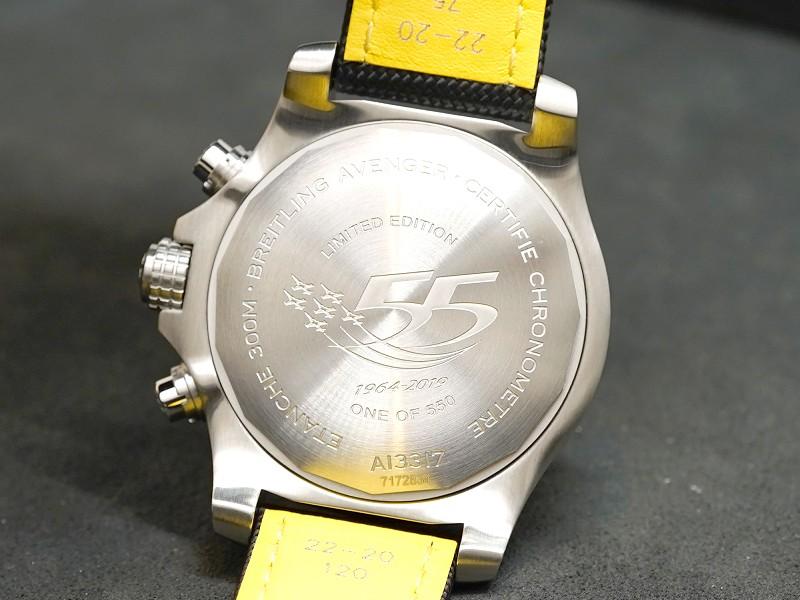 スイスエアロバティックチーム「パトルイユ スイス」発足55周年を祝して発表された世界限定550本モデル「アベンジャー クロノグラフ 45 スイスエアフォースチーム リミテッド エディション」-アベンジャー