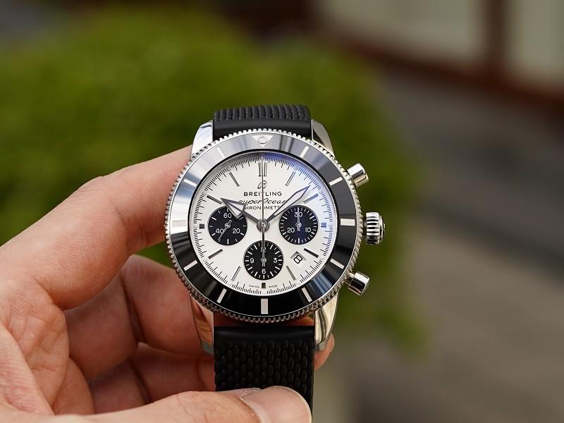 シルバー×ブラックのコントラストが目を惹くダイバーズクロノグラフウォッチ「スーパーオーシャン ヘリテージ B01 クロノグラフ 44」-SUPEROCEAN