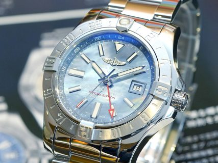 GMT機能搭載の美しいブルーが光る日本限定モデルのアベンジャー!