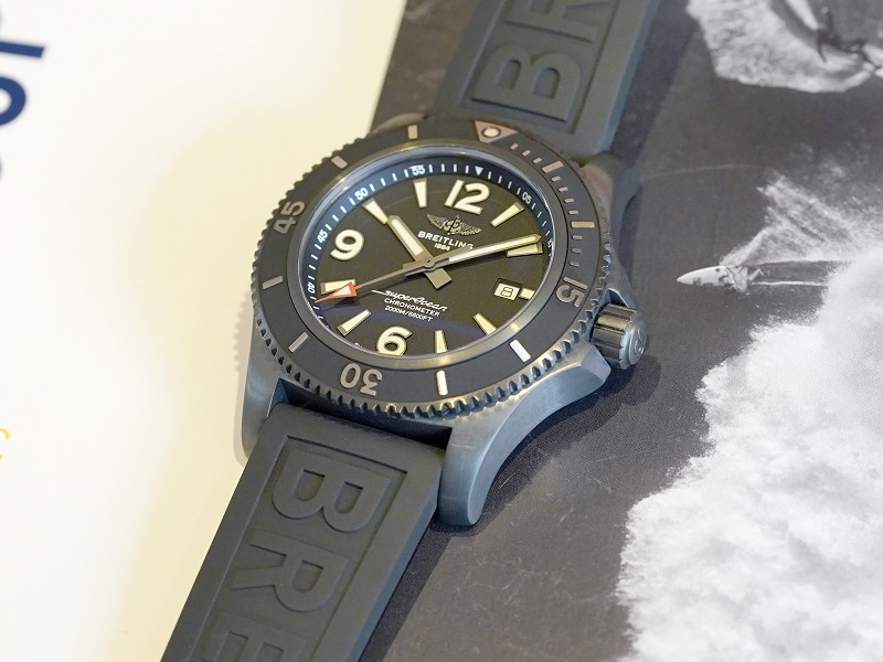 46mmの迫力あるブラックケース ダイバーズモデル「スーパーオーシャン オートマチック 46」-スーパーオーシャン