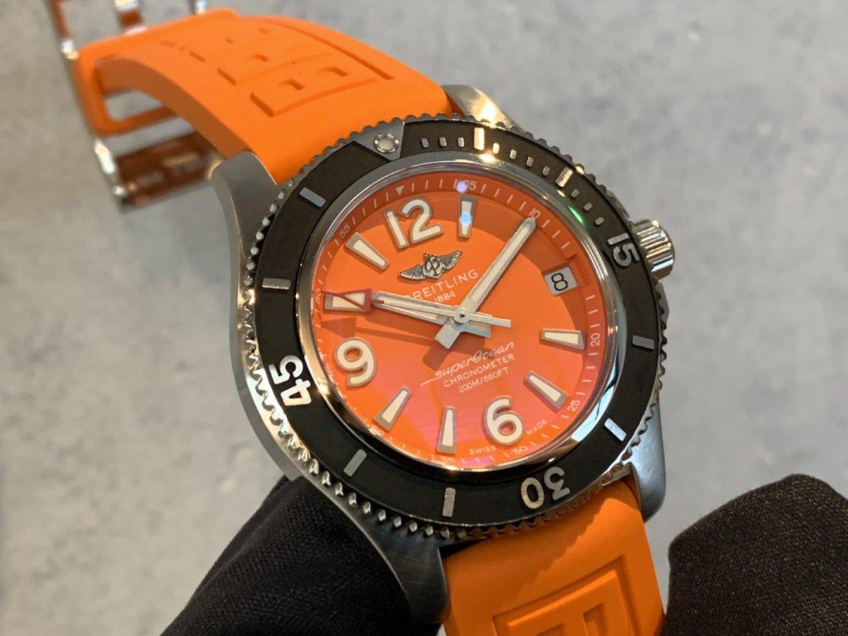 「スーパーオーシャン オートマチック 36」にパッと華やかなオレンジカラーが追加!-SUPEROCEAN