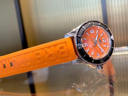 「スーパーオーシャン オートマチック 36」にパッと華やかなオレンジカラーが追加!