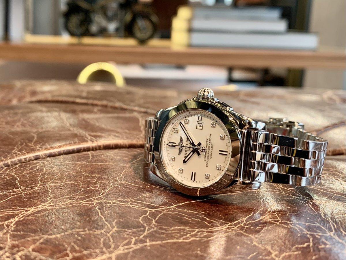 ブライトリングの大人らしくお洒落な女性用の時計「ギャラクティック 29 スリークT」-その他