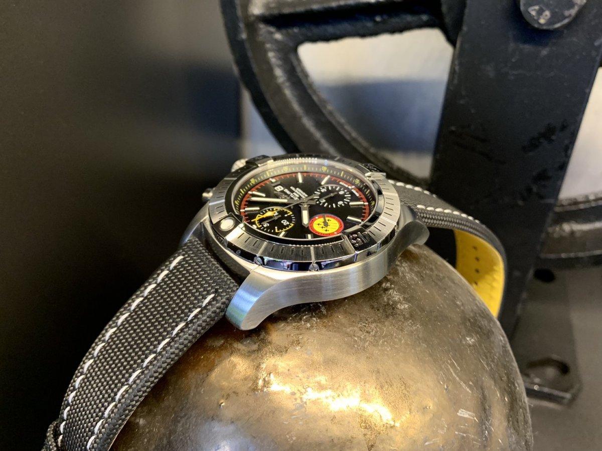 創設記念を祝すパイロットウォッチ「アベンジャー クロノグラフ 45 スイスエアフォースチーム リミテッド エディション」-アベンジャー