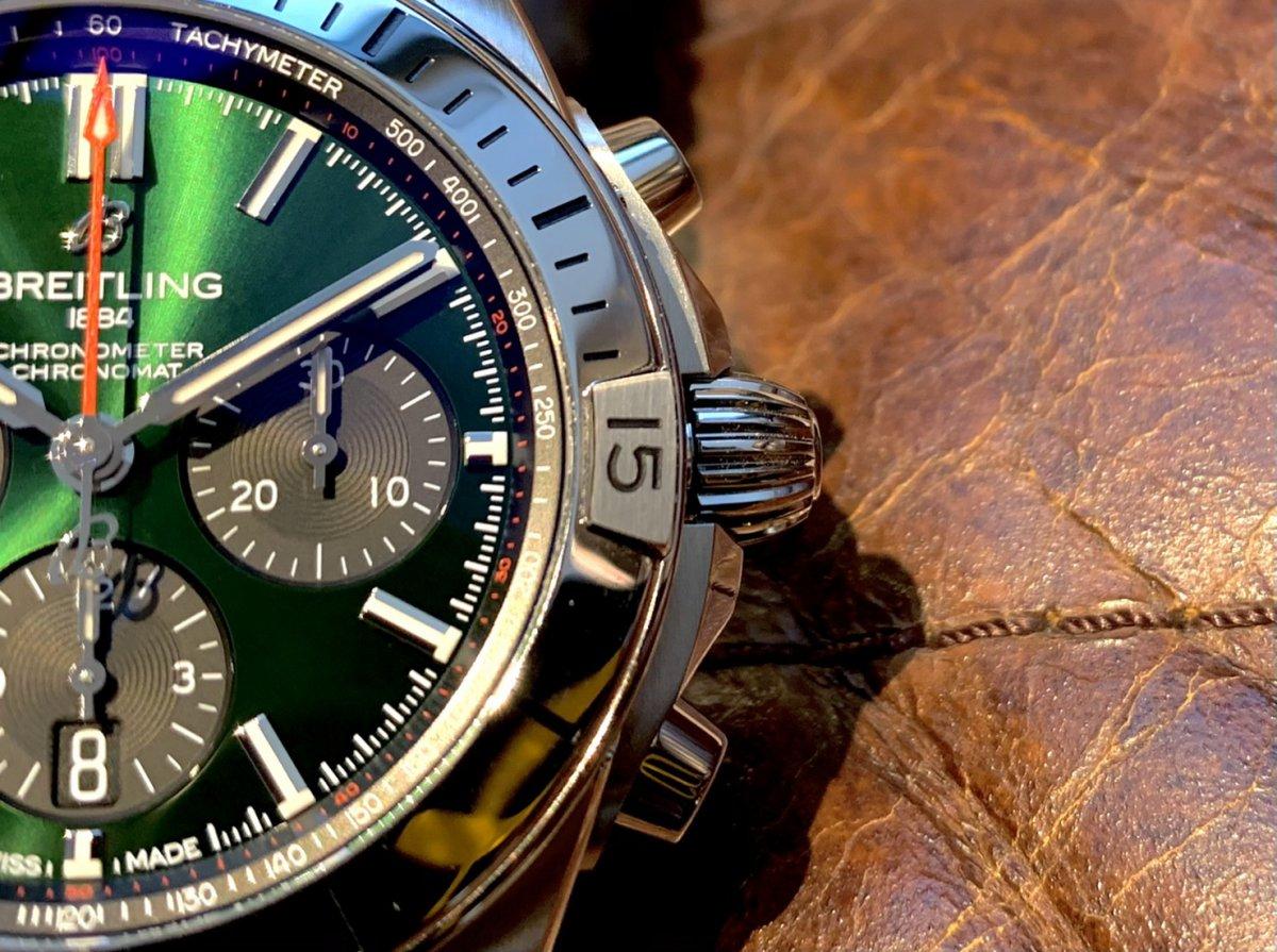 重厚感と上品さを併せ持つグリーンが美しい!~クロノマット B01 42 ベントレー~-クロノマット