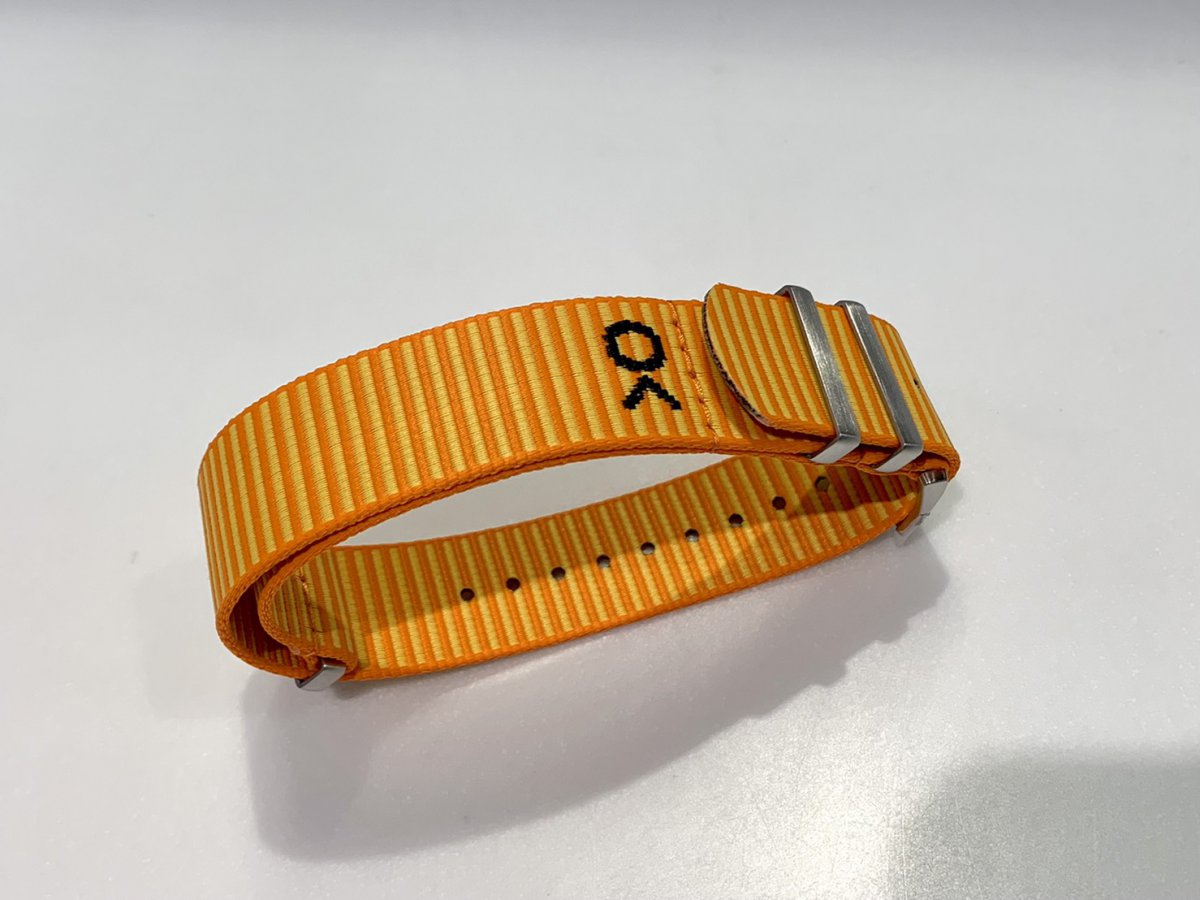 """日本限定の""""ナビタイマー B01 クロノグラフ 43""""にビビットカラーのベルトを装着!-ナビタイマー その他"""