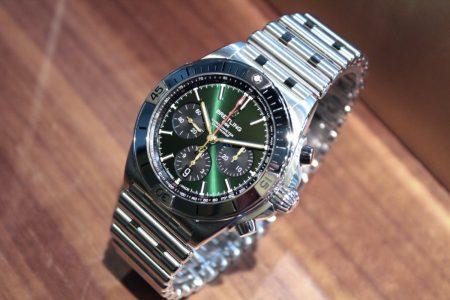 人と違う色の時計が欲しい方必見!鮮やかなグリーンダイヤル【クロノマット B01 42】