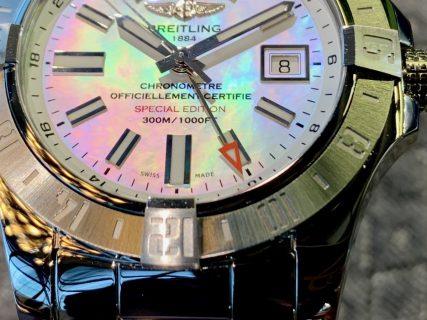 """【生産終了モデル】虹色に輝くMOP文字盤が美しい""""アベンジャー II GMT""""をご紹介!"""